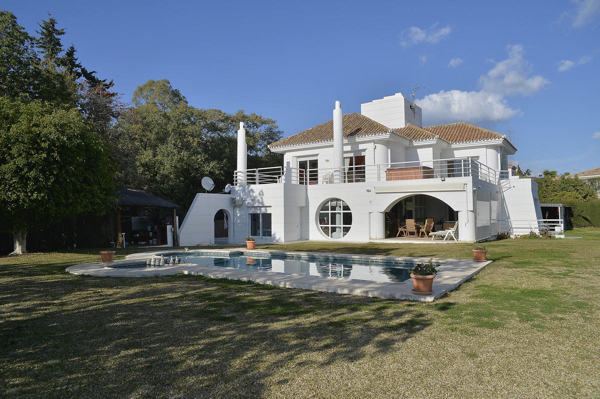 Fantastic villa at the beginning of Benahavis, below Los Arqueros and La Quinta, close to everything,Spain