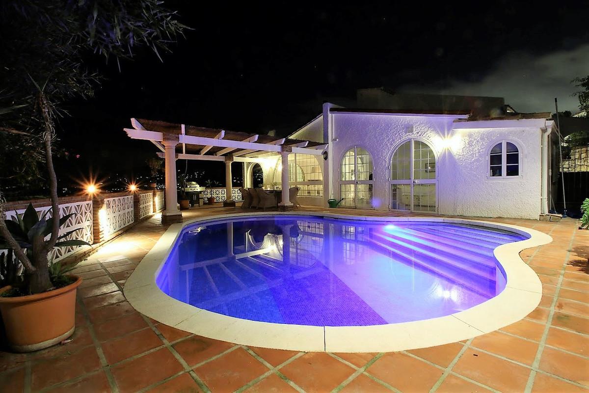 Newly renovated villa in popular Cerros del Aguila!  This villa has recently undergone a tasteful tr,Spain