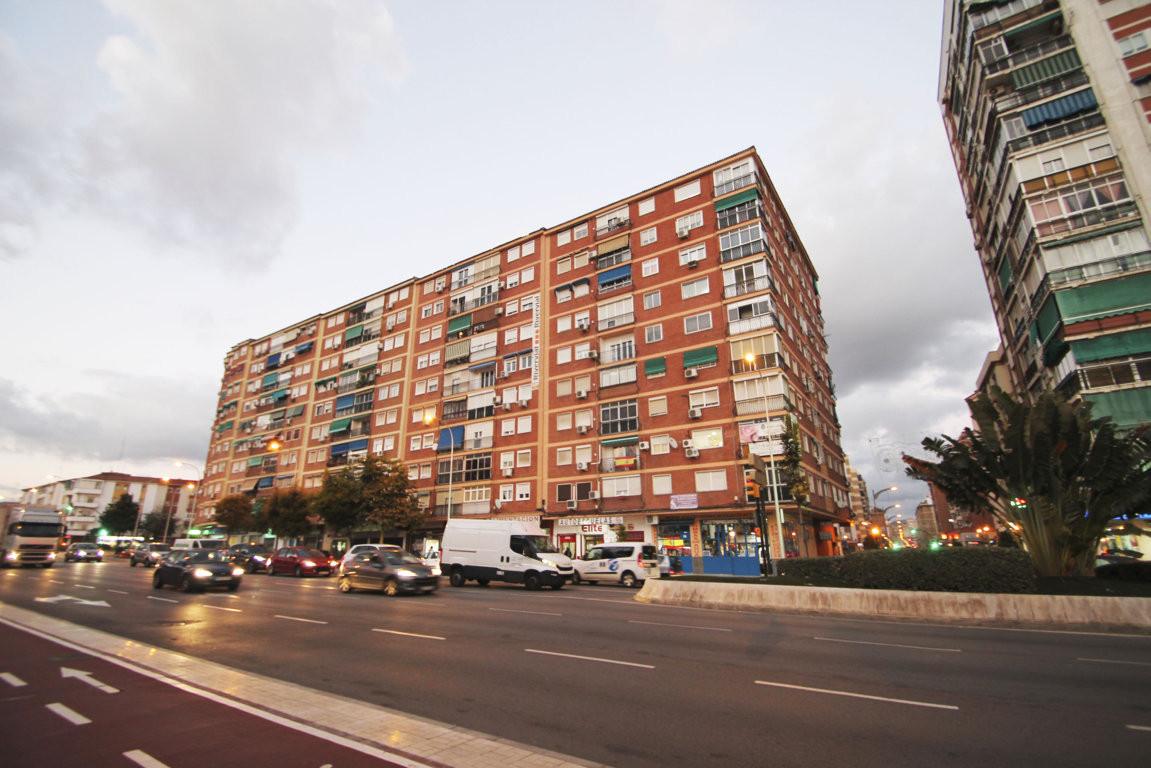 Middle Floor Apartment, Malaga, Costa del Sol. 4 Bedrooms, 1 Bathroom, Built 94 m².  Setting : Town,,Spain