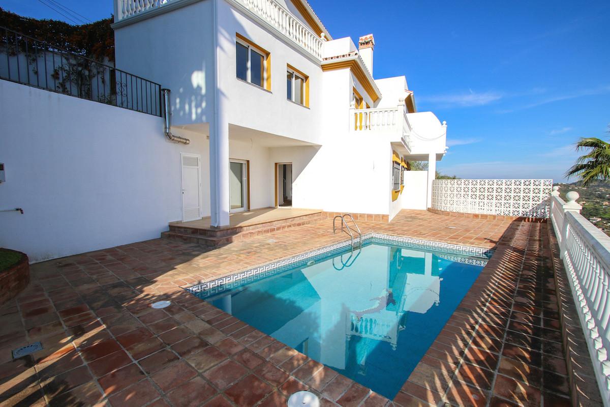 This wonderful townhouse overlooks the Monda Valley with the white Pueblo of Monda and Monda Castle ,Spain