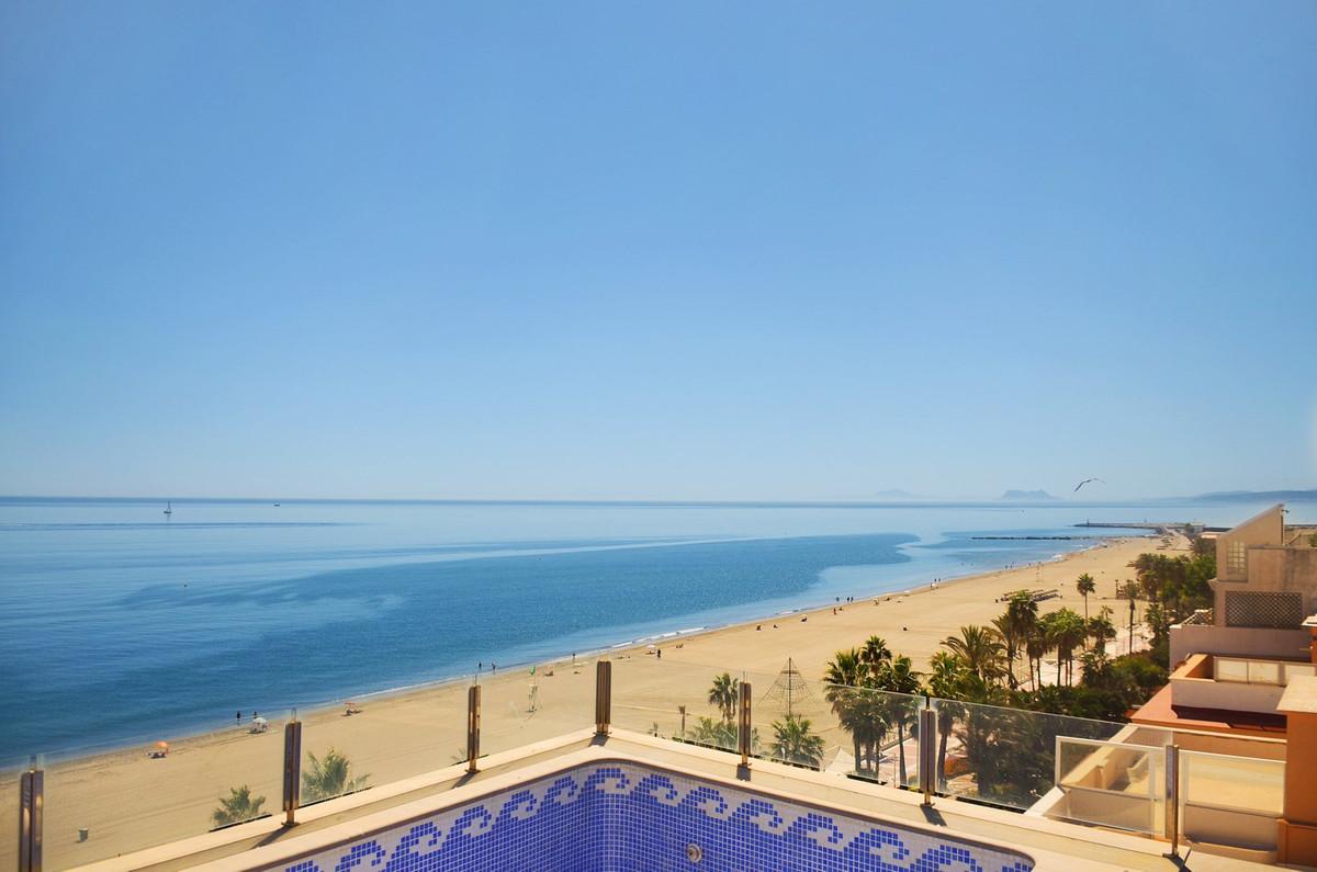 Penthouse, Estepona, Costa del Sol. 4 Bedrooms, 2 Bathrooms, Built 217 m², Terrace 191 m².  Setting ,Spain