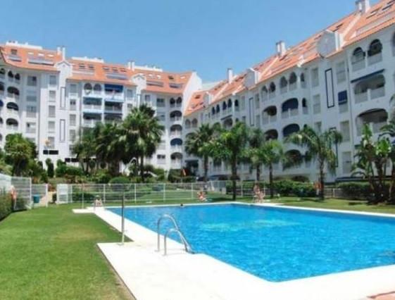 Superb west facing apartment with sea and mountain views in El Arquillo development (San Pedro de Al,Spain