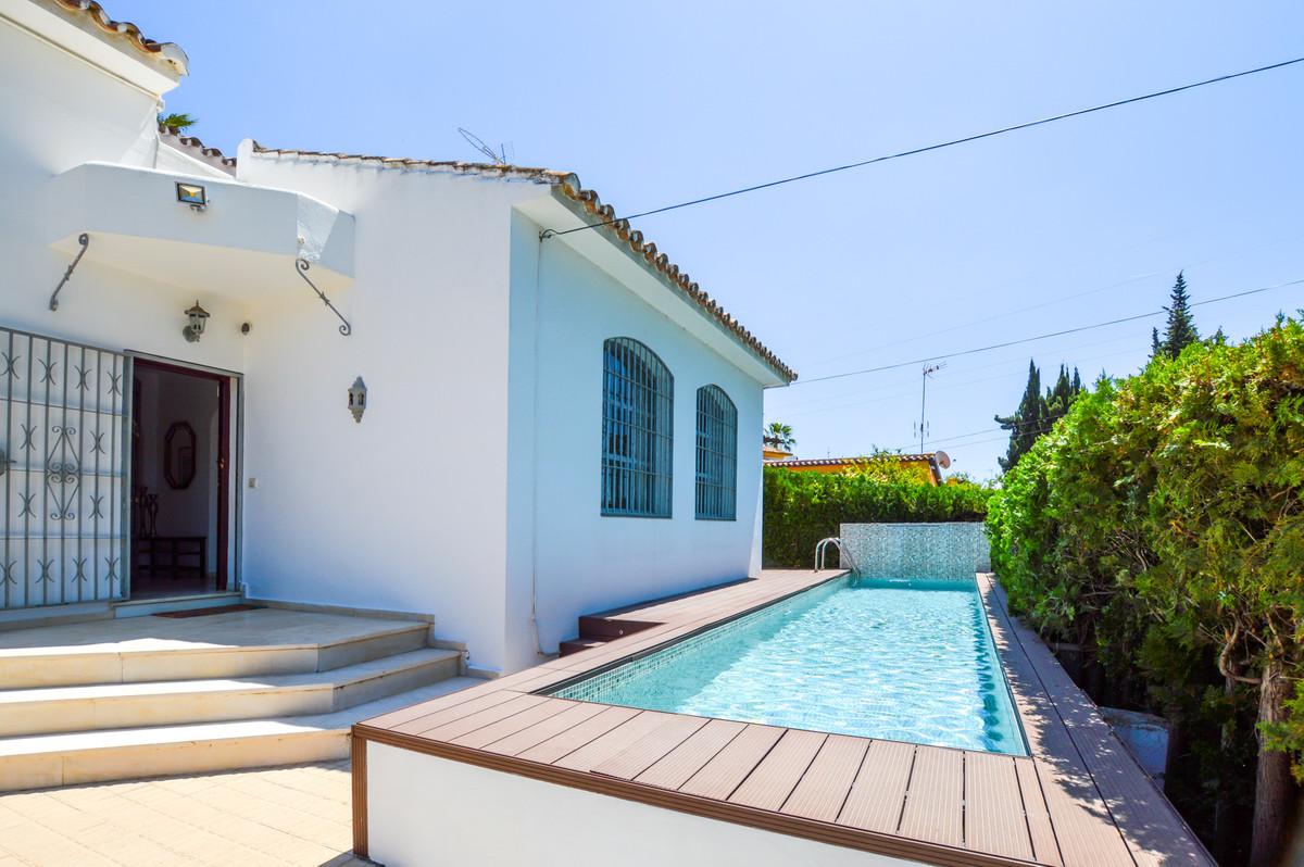 BARGAIN!!! Very nice cozy villa for sale at Nueva Andalucia, Costa del Sol, near restaurants, bars, ,Spain