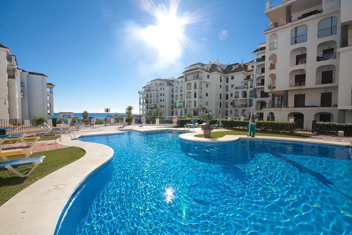 Penthouse, La Duquesa, Costa del Sol. 2 Bedrooms, 2 Bathrooms, Built 85 m², Terrace 37 m².  Setting ,Spain