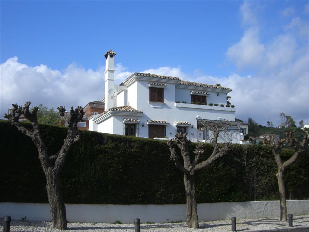 Detached Villa, Estepona, Costa del Sol. 4 Bedrooms, 2 Bathrooms, Built 309 m², Terrace 20 m², Garde,Spain