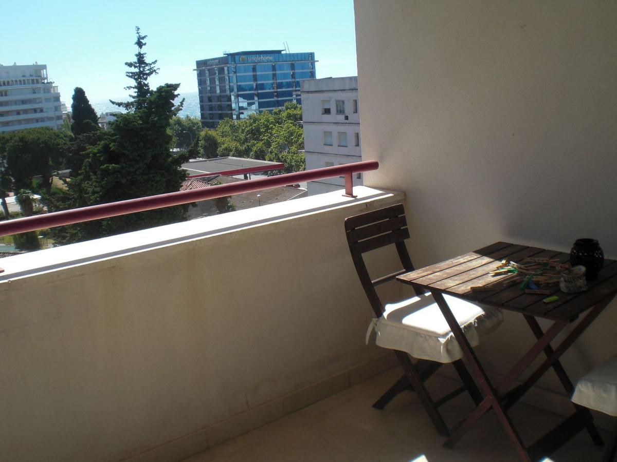 Middle Floor Apartment, Marbella, Costa del Sol. 2 Bedrooms, 2 Bathrooms, Built 100 m², Terrace 14 m,Spain