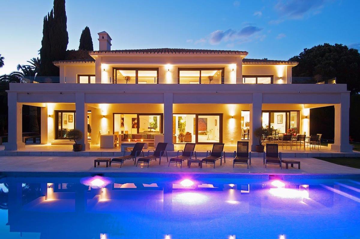 Modern Villa in La Cerquilla, luxury urbanisation in Nueva Andalucia. Best quality in all instalatio,Spain