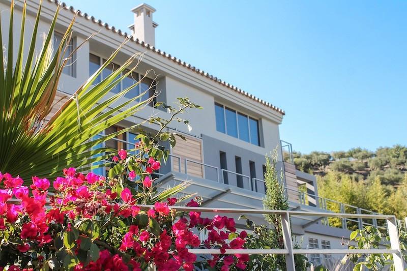 Eco-friendly villa in Monda contemporary style, only 20 min drive to Marbella. 30 min to Malaga airp,Spain