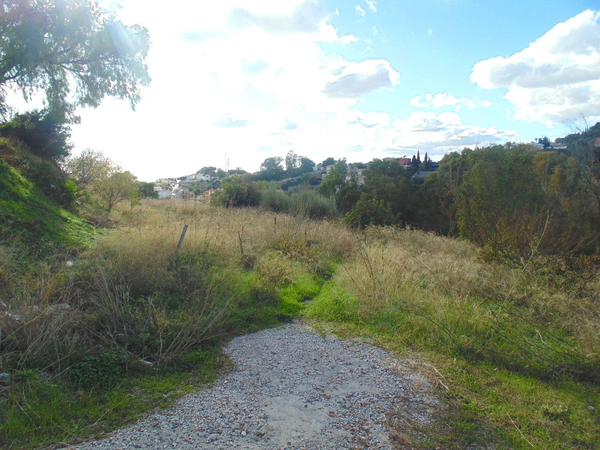 ***RESERVED***  Urban plot for sale in Torremuelle, Benalmadena, 878 m2,   Beach:  400 metres Train ,Spain