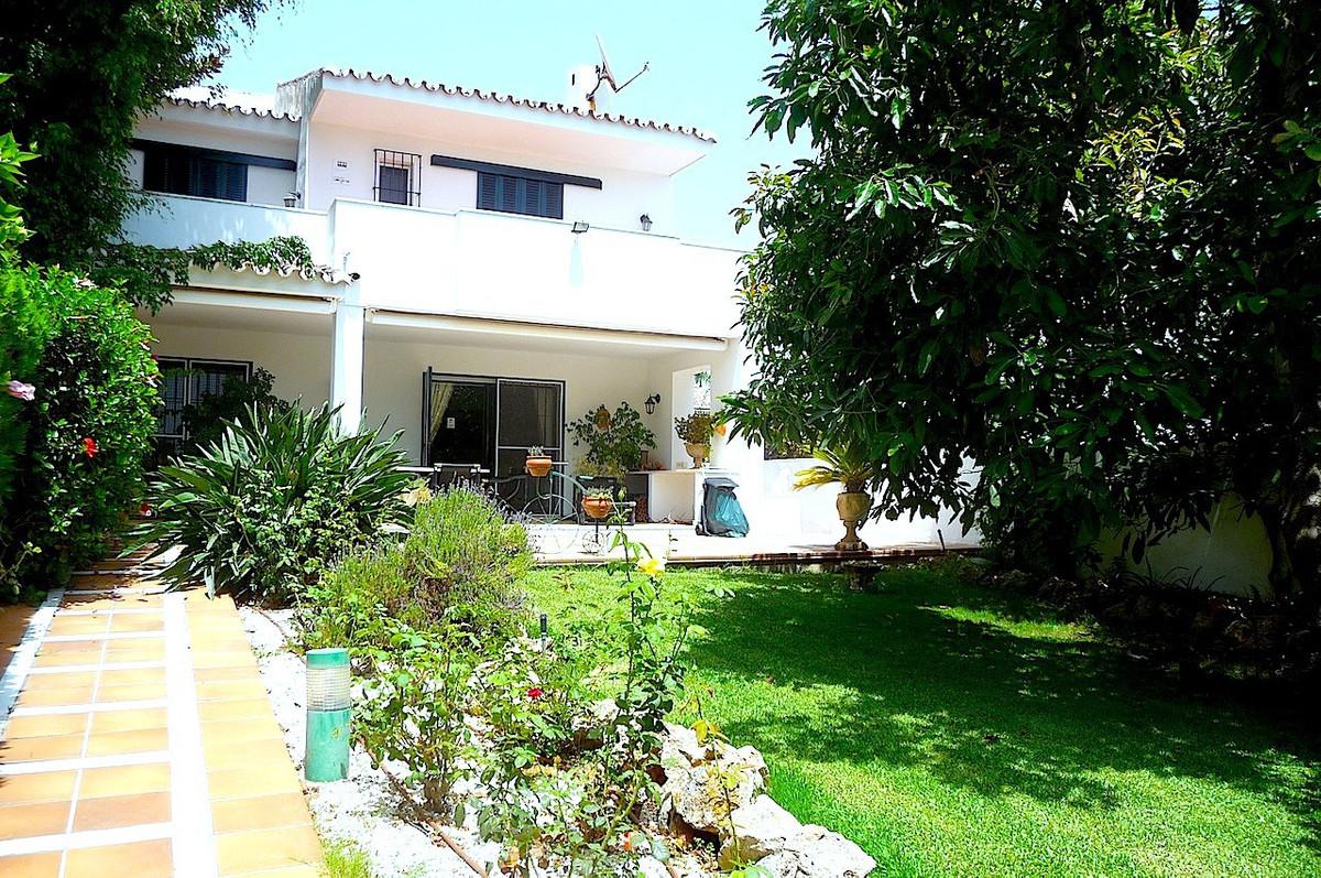 Semi-Detached House, San Pedro de Alcantara, Costa del Sol. 5 Bedrooms, 4 Bathrooms, Built 432 m², G,Spain
