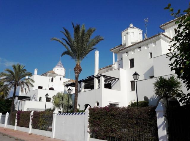 Wonderful 3 bed apartment in Privilegio de Marbella, Nueva Andalucia, Marbella.  Its ideal location,,Spain