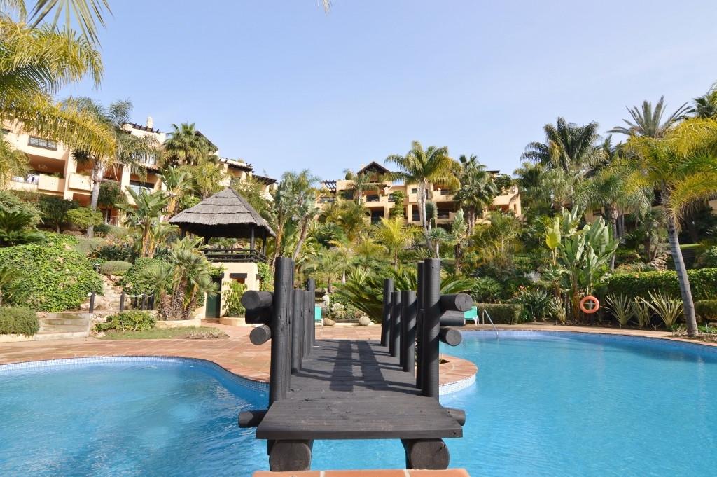 Middle Floor Apartment, Estepona, Costa del Sol. 2 Bedrooms, 2 Bathrooms, Built 0 m².  Setting : Bea,Spain