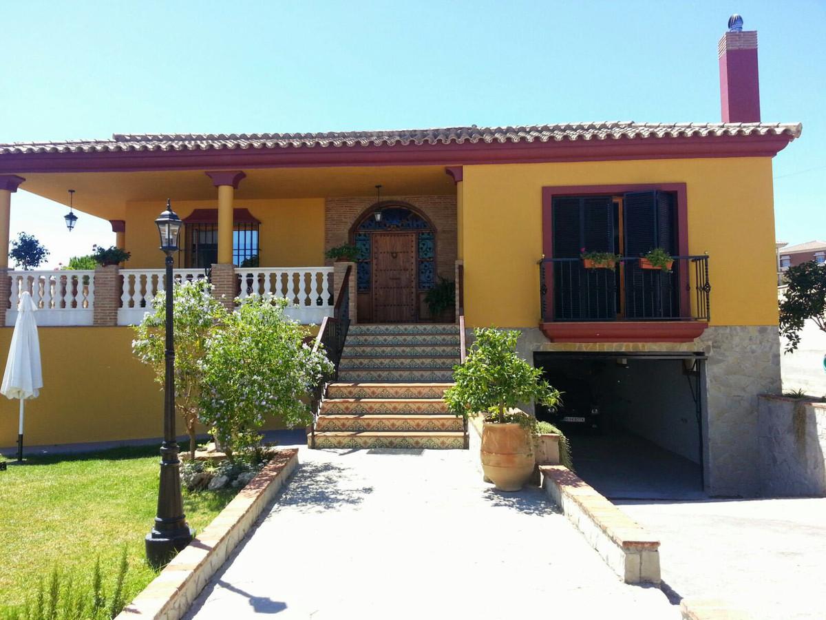 Villa en Algeciras ( Cadiz) con 900m2 de parcela,177m2 construidos, cuatro habitaciones, tres banos,,Spain