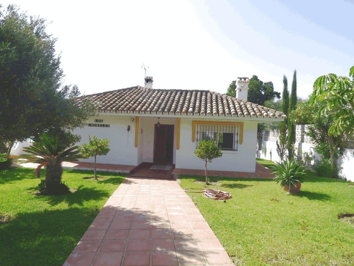 OPPORTUNITY! Magnificent detached villa in Urbanization La Capellania-Benalmadena. Plot of 800m2 and,Spain