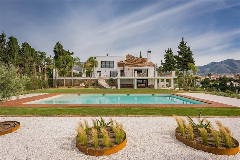 Impressive villa in Campo Mijas, totally reformed in 2016. The villa has five bedrooms and five bath,Spain