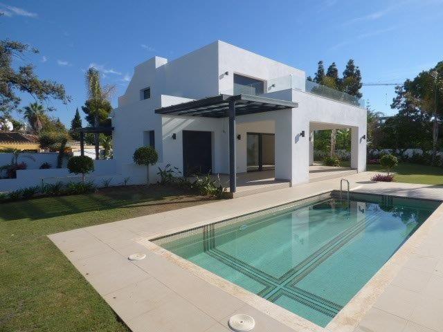 Villa for sale in El Paraiso Barronal, Estepona, with 5 bedrooms, 5 bathrooms, the property was buil,Spain