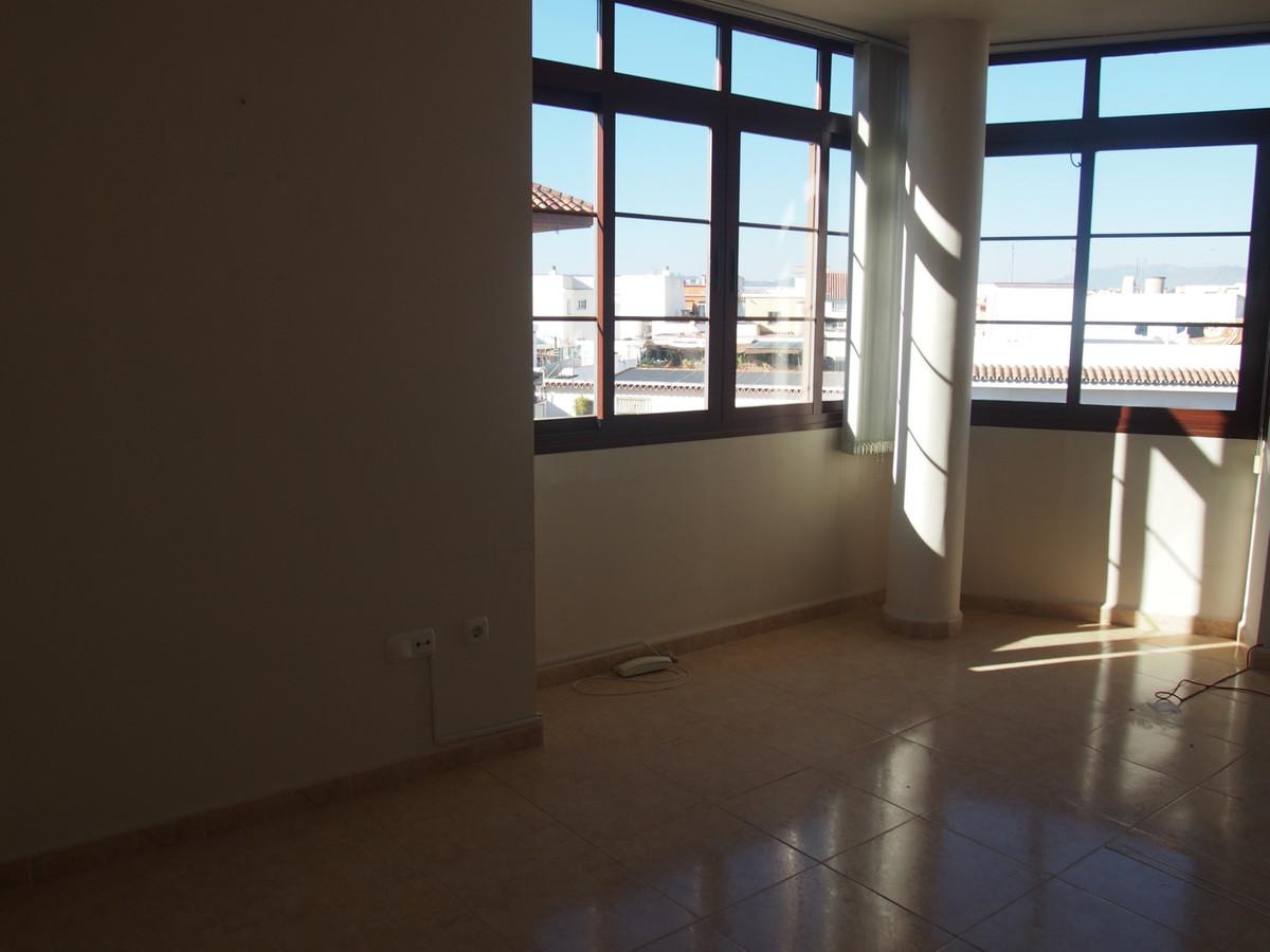 Piso amplio bastante luminoso, todo exterior, tercera planta con ascensor, cerca de todos los servic,Spain