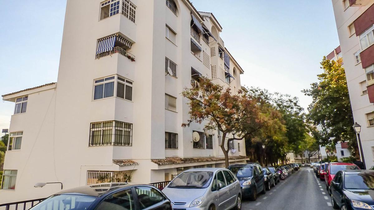 Apartamento Planta Media, Marbella, Costa del Sol. 3 Dormitorios, 1 Bano, Construidos 95 m², Terraza,Spain