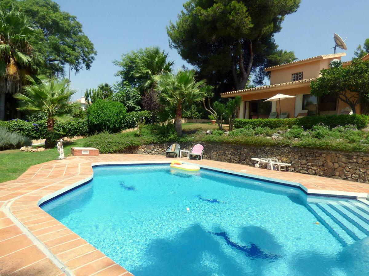 Detached Villa, Nueva Andalucia, Costa del Sol. 3 Bedrooms, 2 Bathrooms, Built 238 m², Terrace 94 m²,Spain