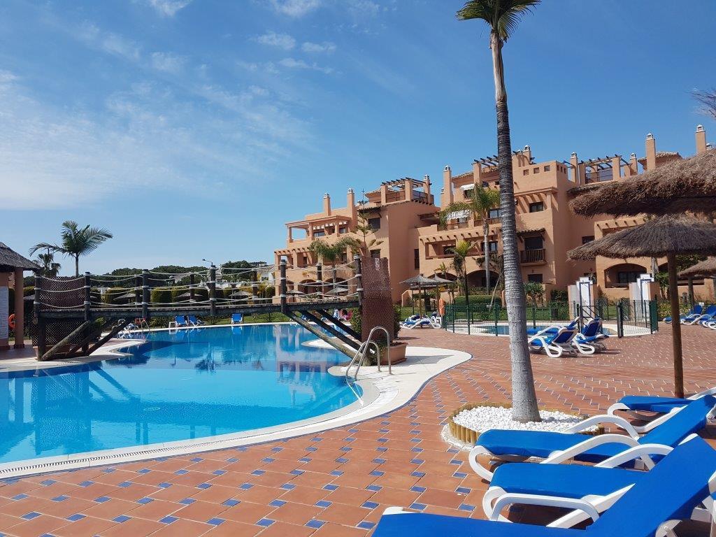Fabulous ground floor apartment in the popular urbanization Hacienda del Sol. Note the good location,Spain