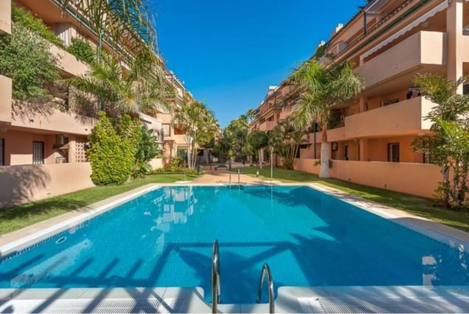 Middle Floor Apartment, Las Chapas, Costa del Sol. 2 Bedrooms, 2 Bathrooms, Built 82 m², Terrace 12 ,Spain