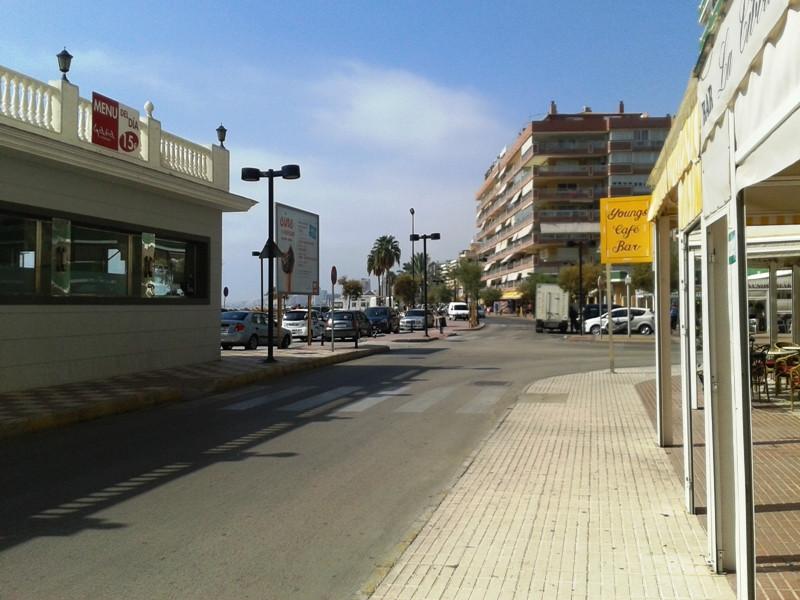 Commercial Premises, Fuengirola, Costa del Sol. Built 71 m².  SEAFRONT COMMERCIAL UNIT FOR SALE IN F,Spain