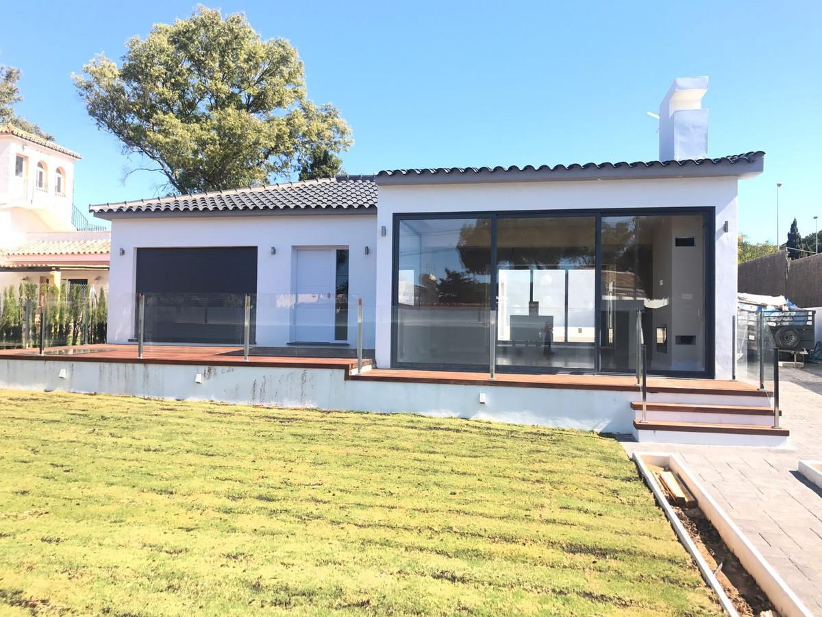 Detached Villa, Artola, Costa del Sol. 4 Bedrooms, 3 Bathrooms, Built 188 m², Terrace 30 m², Garden/,Spain