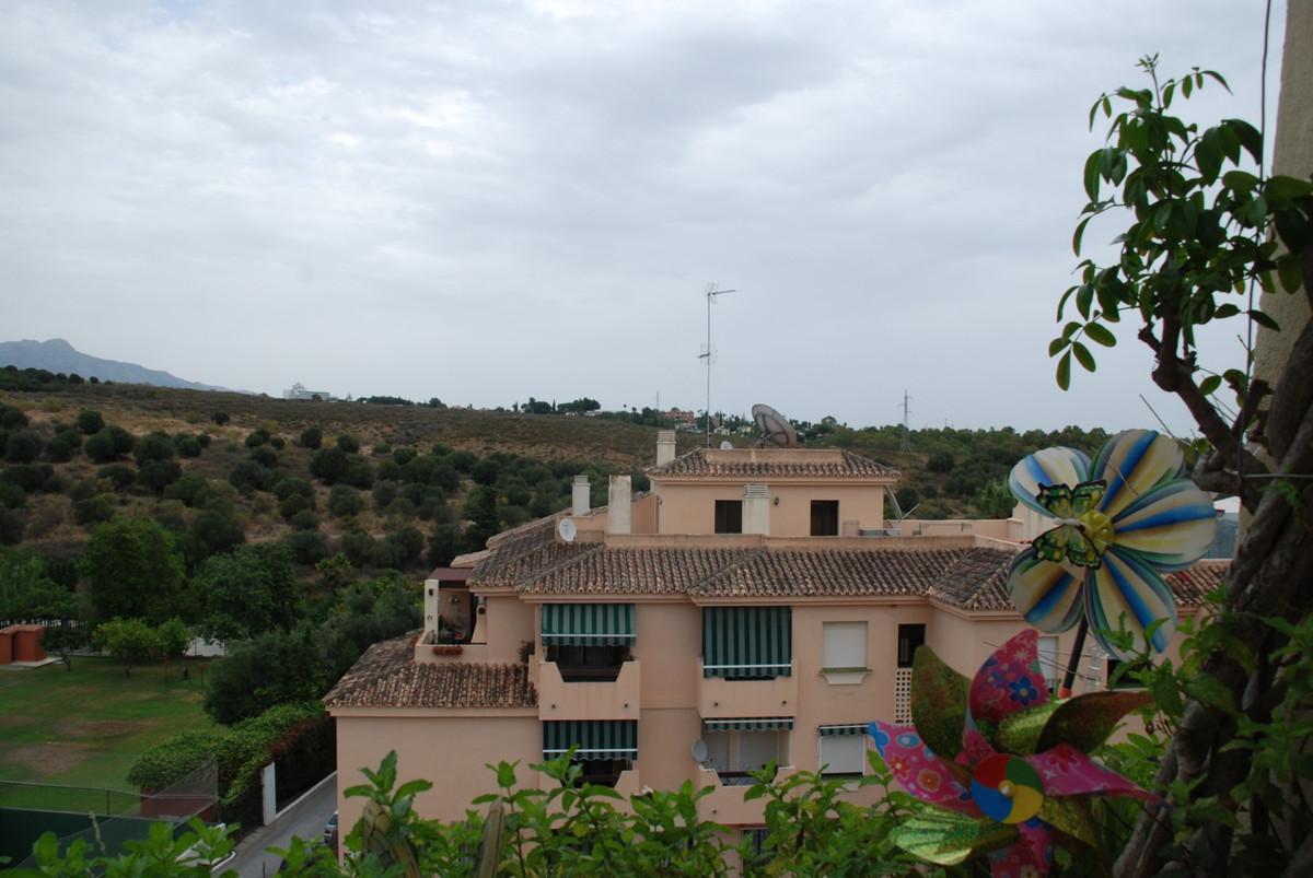 ¡Excelente oportunidad! Amplio y Luminoso atico en urbanizacion Terrazas de Bel Air, dos dormitorios,Spain