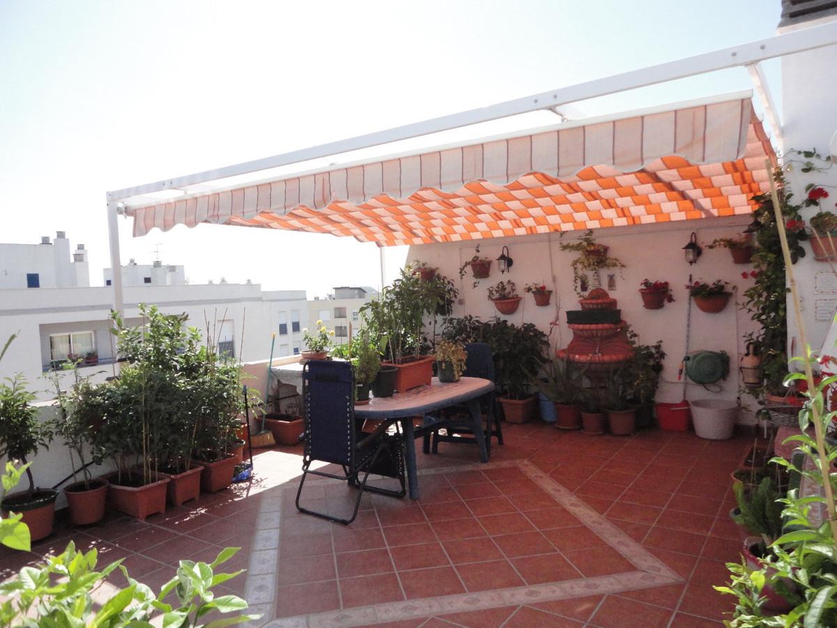 Penthouse, Estepona, Costa del Sol. 3 Bedrooms, 2 Bathrooms, Built 88 m², Terrace 42 m².  Setting : ,Spain