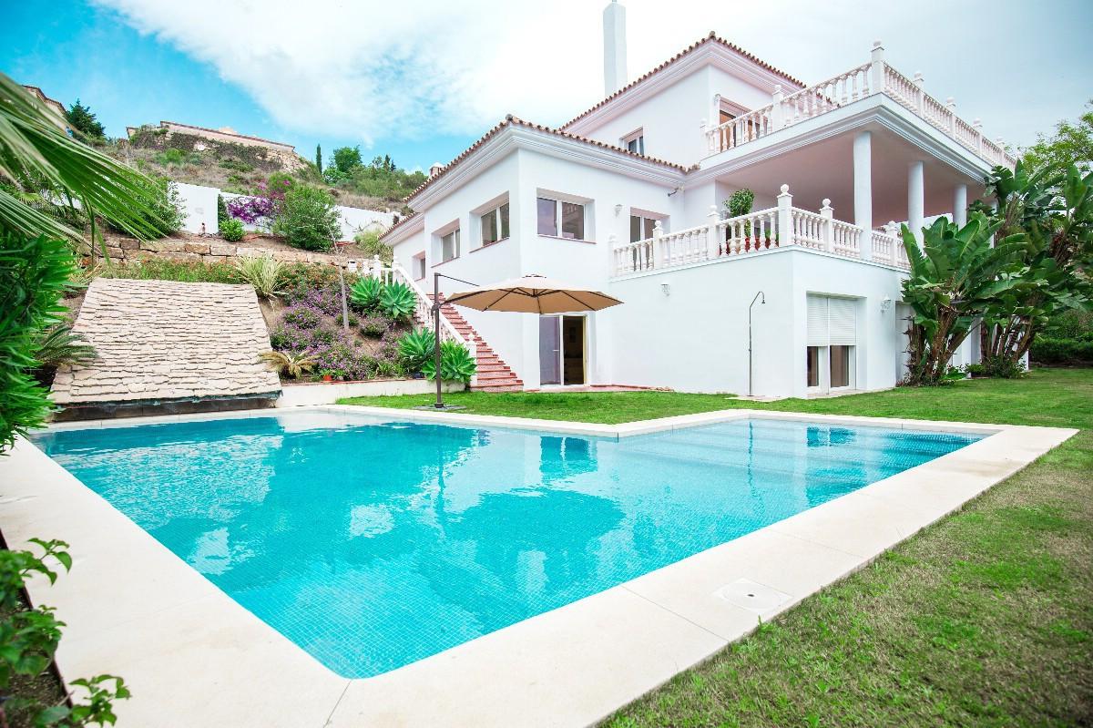 Impressive villa set in an elevated position in El Paraiso Alto, between San Pedro de Alcantara and ,Spain