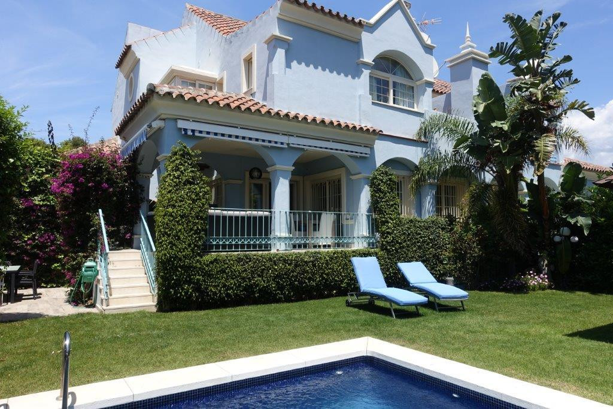 VILLA FOR SALE IN PUERTO BANUS   Luxury south facing villa located in Puerto Banus, in a frontline b,Spain