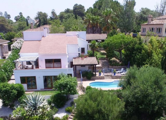 Sotogrande Costa: 4 bedroom 3 bathroom villa in B zone. The property is in excellent condition. Two ,Spain