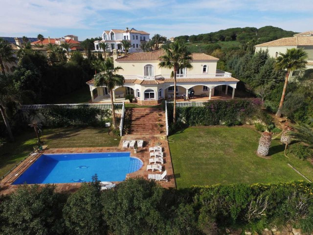Sotogrande Alto: 5 bedroom villa 4 bathrooms amazing panoramic views to golf, sea and mountains. Lar,Spain