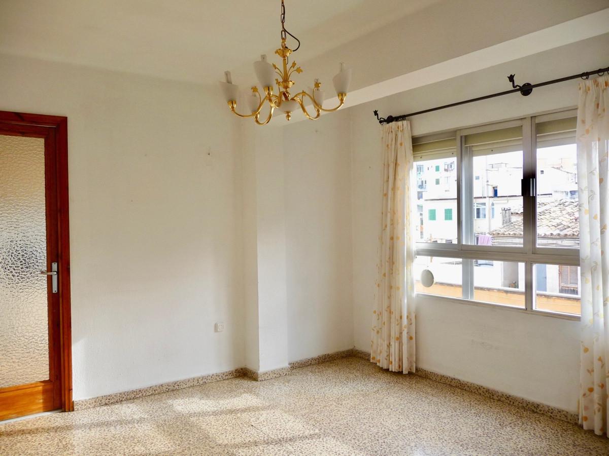 Flat located near Plaza Madrid and the street Niceto Alcala Zamora has three bedrooms 1 double and t,Spain