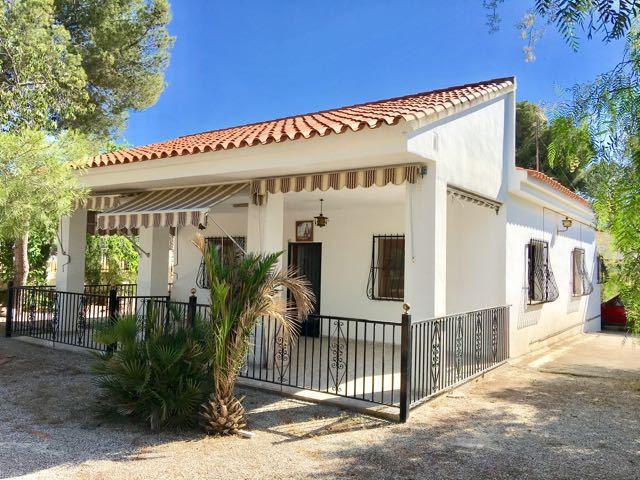 Southfacing, 4 bedroom, character villa, all on one floor and on flat corner plot in Girasoles San V,Spain