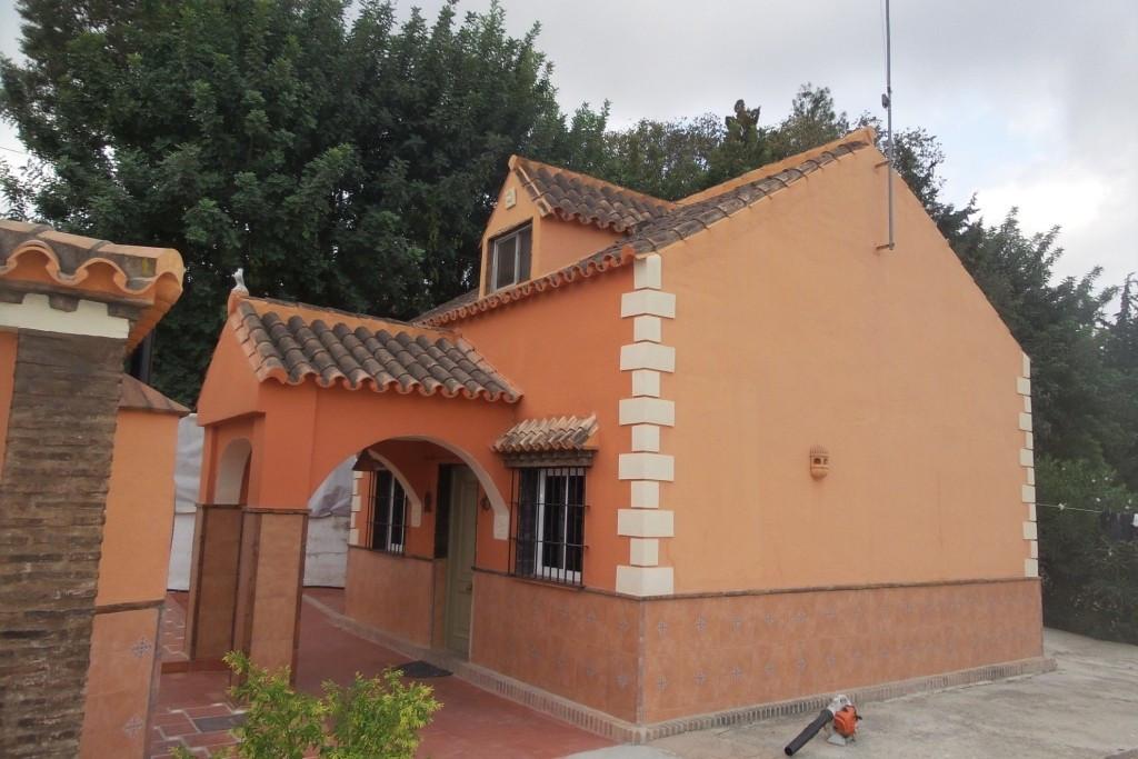 ALHAURIN DE LA TORRE - For sale a detachet villa on 2.152sqm of fenced urban plot. Consisting of a m,Spain