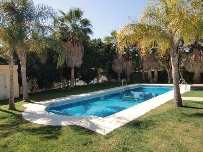 Top Floor Apartment, Selwo, Costa del Sol. 2 Bedrooms, 1 Bathroom, Built 89 m².  Setting : Beachfron,Spain