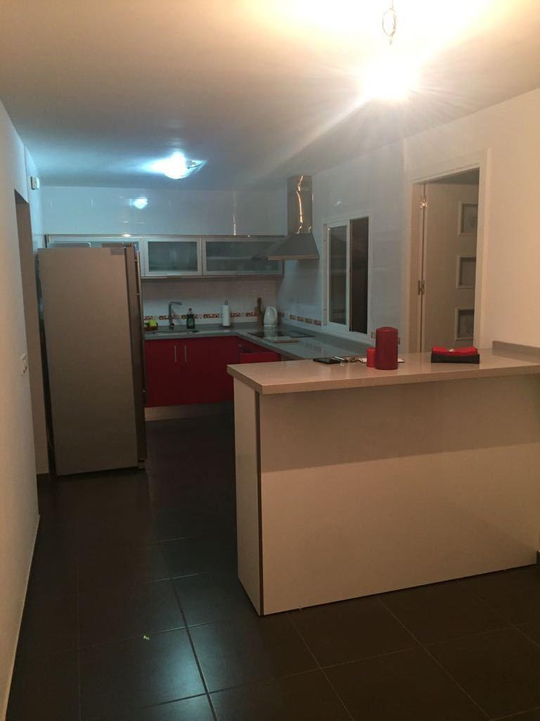 Casa Adosada en la Linea de la Concepcion, un dormitorio y un bano, azotea con posibilidad de contru,Spain
