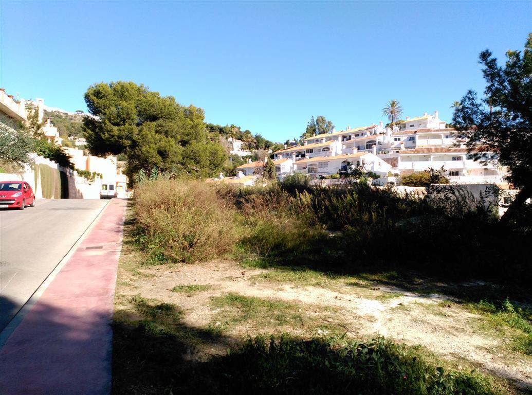 Reduced € 50,000 !!. Magnificent plot in the urbanization TORREMUELLE .LA PERLA (Benalmadena costa),,Spain