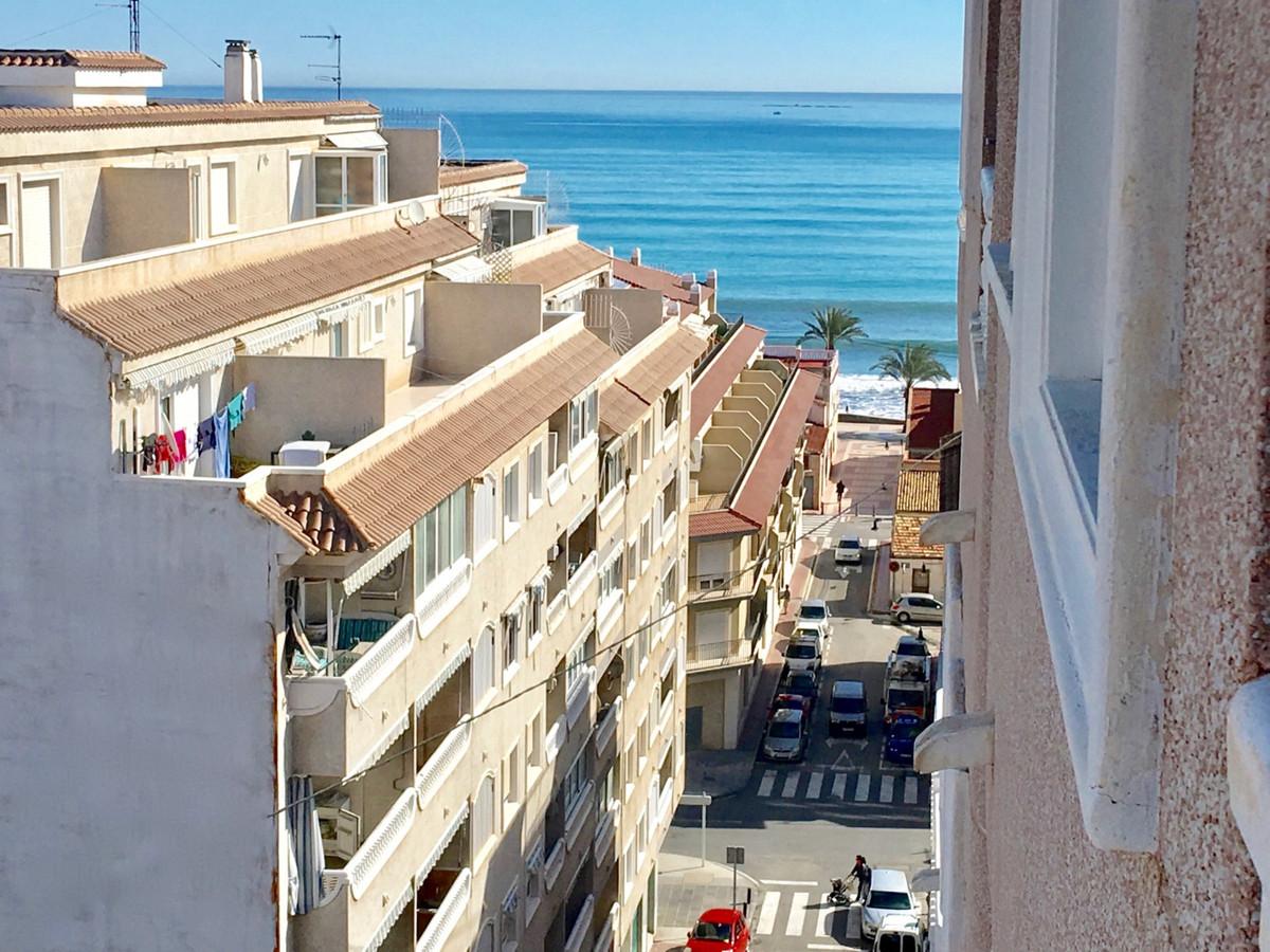 Excellent 2 bedroom, 2 bathroom apartment just 60 meters from El Campello promenade.  This 2010 apar,Spain