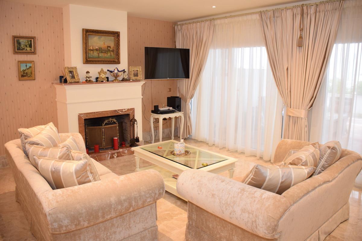 Fantastic duplex apartment with sea views located in Santa Clara Golf, a beautiful gated community w,Spain