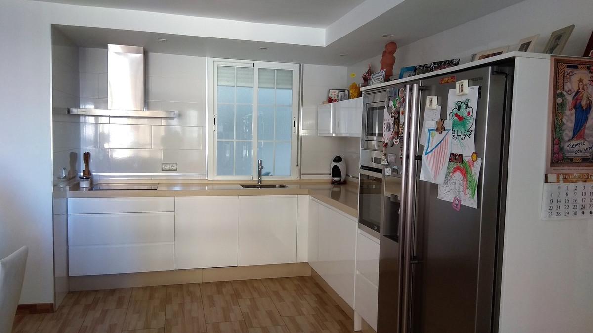Middle Floor Apartment, Fuengirola, Costa del Sol. 3 Bedrooms, 2 Bathrooms, Built 95 m², Terrace 6 m,Spain