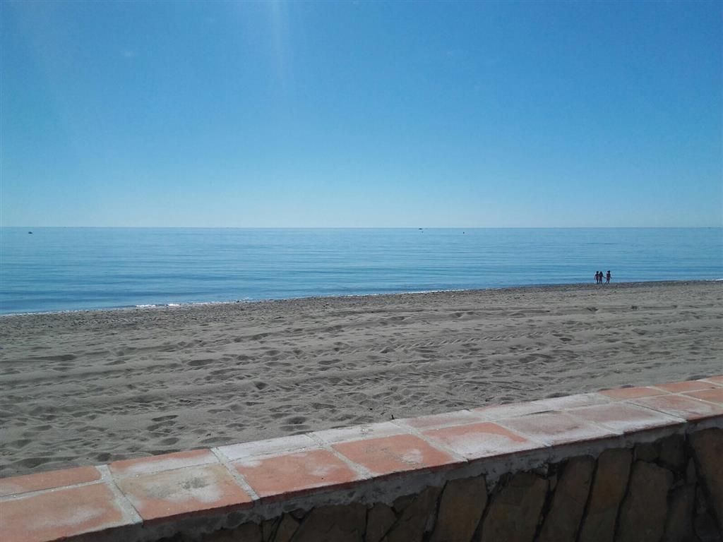 OCASION ¡¡¡  Villa completamente reformada ubicada en 1ª linea de playa a 10 metros del mar y a un p,Spain