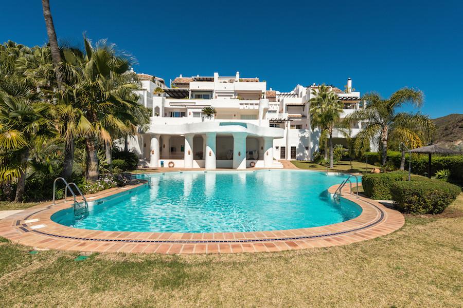 Lomas de la Quinta - Duplex 3 bed 3 bath penthouse. South/Southeast oriented with mountain and seavi,Spain