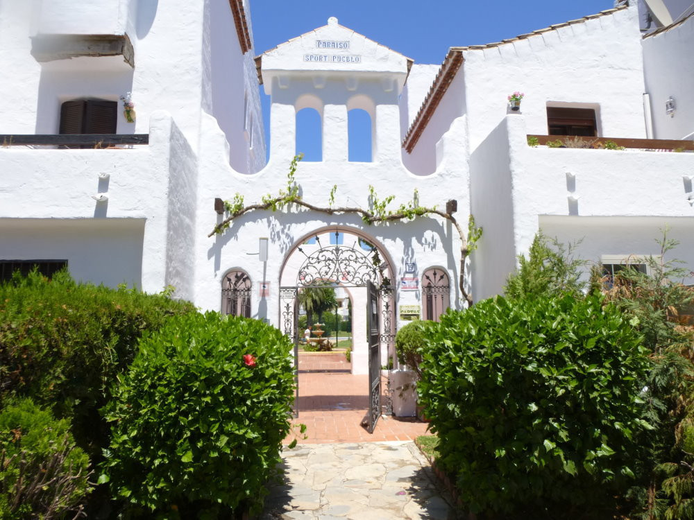 Middle Floor Apartment, El Paraiso, Costa del Sol. 2 Bedrooms, 2 Bathrooms, Built 98 m�, Terrace 8 m,Spain