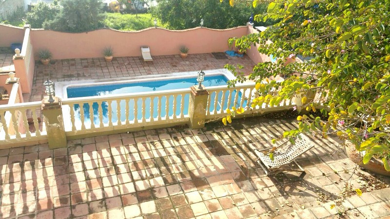 Middle Floor Apartment, Fuengirola, Costa del Sol. 4 Bedrooms, 2 Bathrooms, Built 127 m², Garden/Plo,Spain