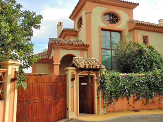 DETACHED VILLA IN MARBELLA CENTER  4 BEDROOMS 5 BATHS PRIVATE POOL, GARDEN, BBQ, SOLARIUM, JACUZZI, ,Spain