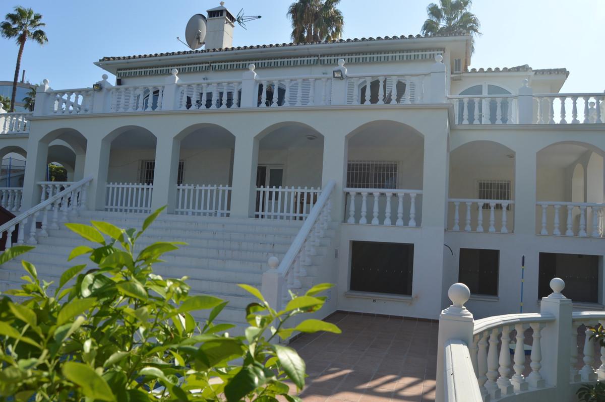 Detached Villa, Torrequebrada, Costa del Sol. 5 Bedrooms, 3 Bathrooms, Built 350 m², Terrace 55 m², ,Spain