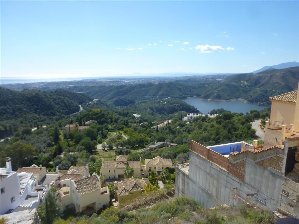 Sierra Blanca Country Club . Plot with spectacular views on  Puerto Banus (6 Kms), pantano de la Con,Spain