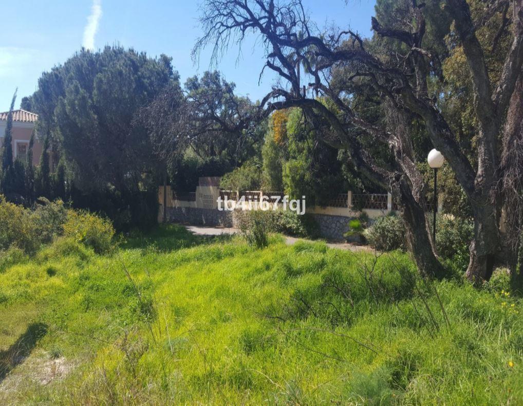 A plot of 1.127 m2 located in prestigious urbanization Elviria in Este de Marbella. It is a good pla,Spain